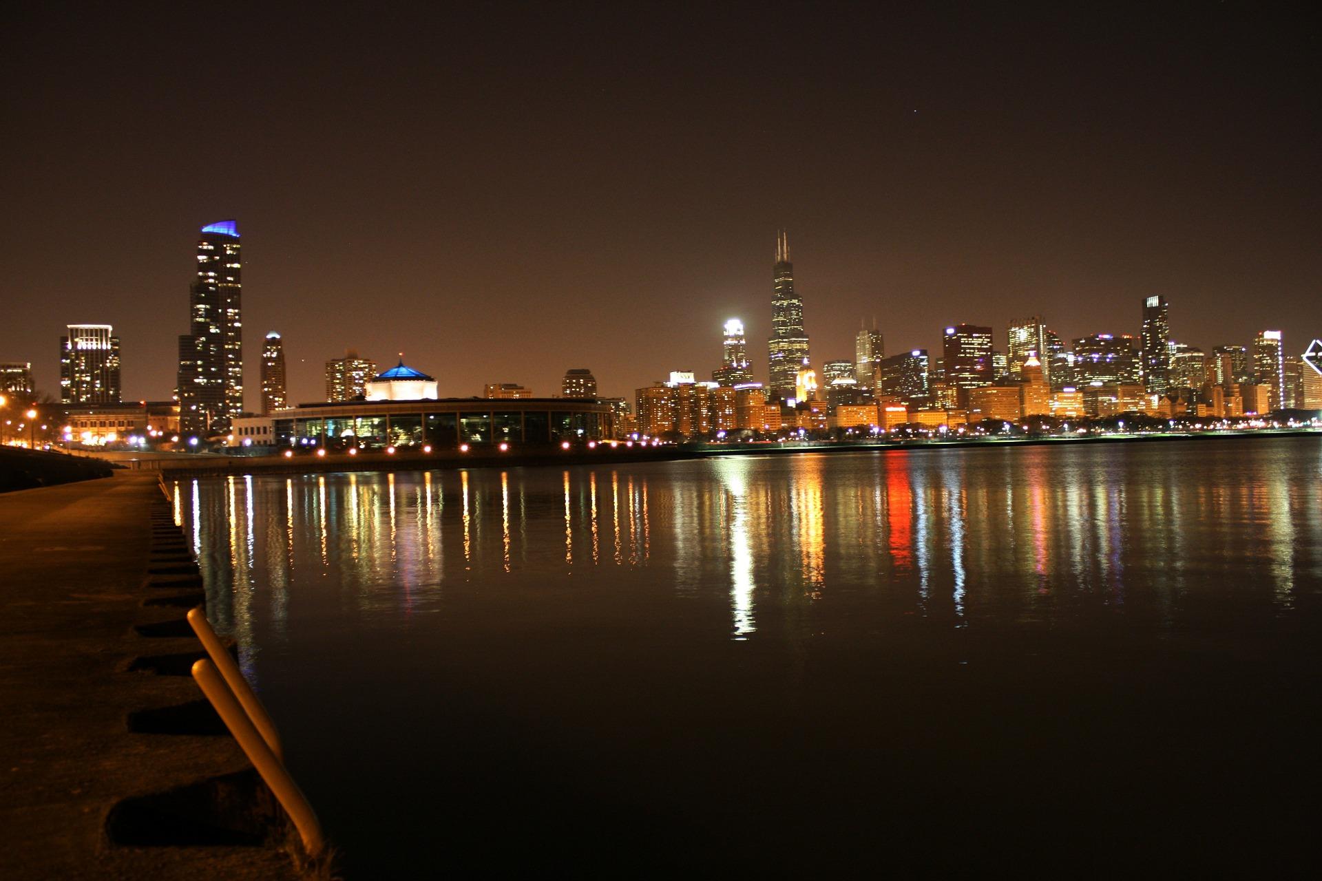 chicago-night-75293_1920